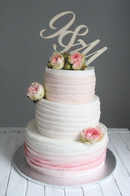 Feines Handwerk  Hochzeitstorte, Wildrosen, ombre cake, ruffle cake, Wedding cake, ombre, elegante Hochzeitstorte