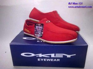 Sepatu Casual Pria Kontak kami : Hotline : 081315979176 SMS Center : 085725396070 BBM : 22335085