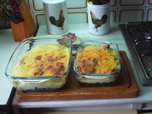 Pollo a la florentina Bechamel atkinianaValor nutritivo aproximativo para toda la recetaEnergía: 3,902 KcalProteína: 204 gHCT: 31,28 gFibra: 13 gHCN: 18,2 gGrasa: 326 gAlcohol: 2 gIngredientes:1 pollo de 1 kg60 g de mantequilla1 l de agua1/2 kg de espinacas hervidas4 cuch. de parmesano rallado1/2 l de bechamel Atkins (1/2 cabeza de coliflor mediana, 175 ml de ...