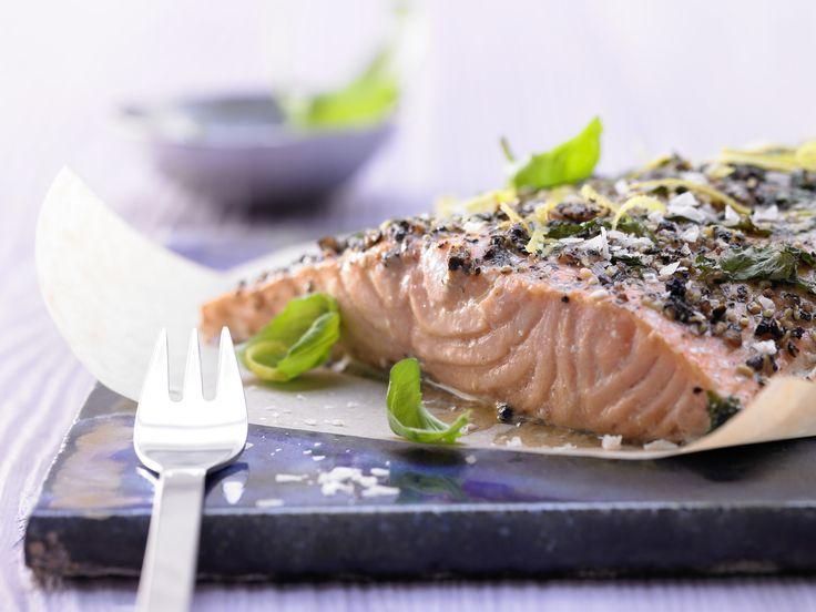 Genauso einfach wie lecker: Lachsfilet aus dem Ofen mit Zitrone und Basilikum - smarter - Kalorien: 341 Kcal | Zeit 20 Min. #fisch #lachs #fish
