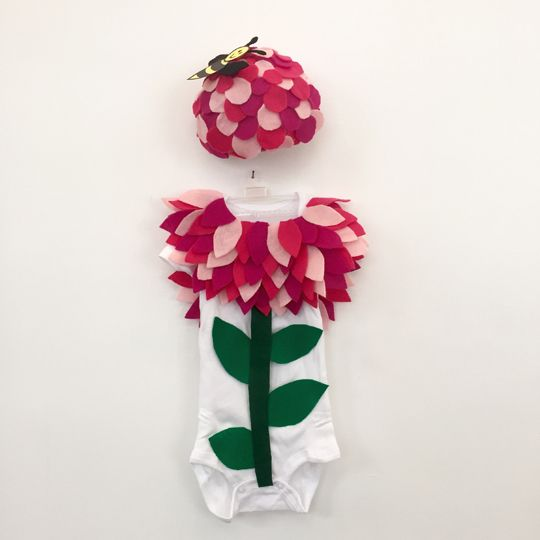 Need a last minute idea for Halloween? Here are step-by step directions on how to make two cute costumes that grow in the garden: Flower Costume Materials: Several colors of felt, I used 3 colors of pink and 2 greens Hot glue gun and glue sticks Infant...