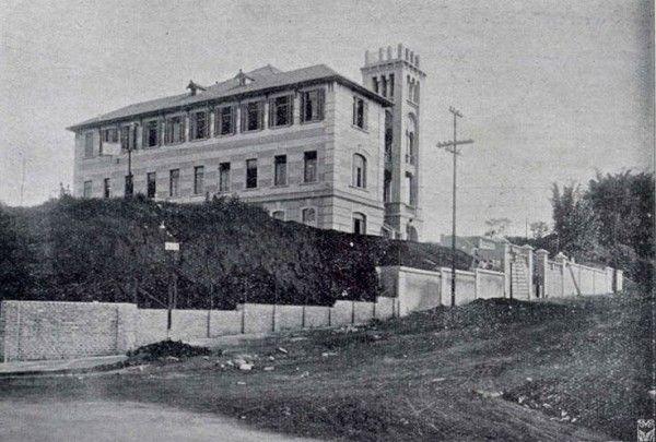 Vista do então recém inaugurado Colégio Evangélico, na Rua Visconde de Ouro Preto, Consolação. No local hoje existe um grande edifício. Obra do arquiteto José Rossi, 1920.