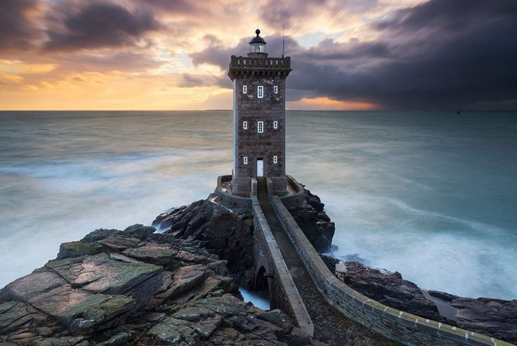 7700810-R3L8T8D-900-amazing-lighthouse-landscape-photography-18