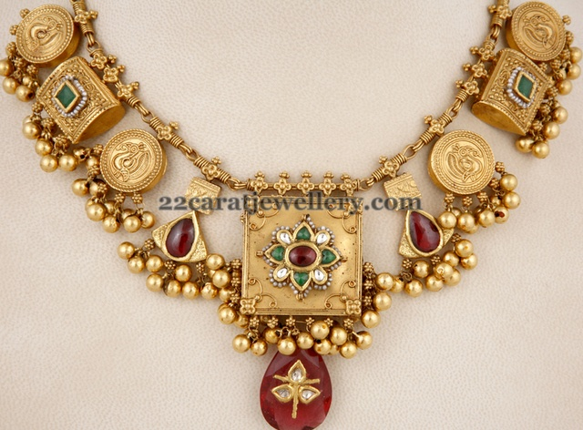 Latest Classy Gold Necklace
