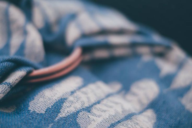 Sling Studio Falling Feathers Blue Tit Wrap (linen)