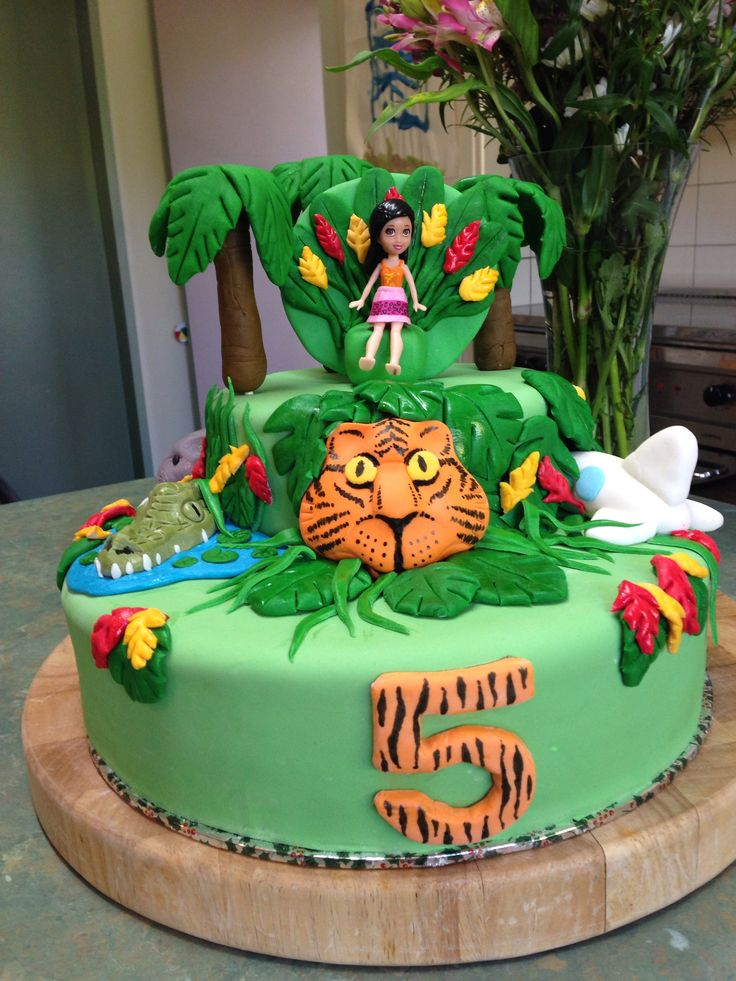 Katy Perry Roar cake- caramel mud top and white mud for the base.