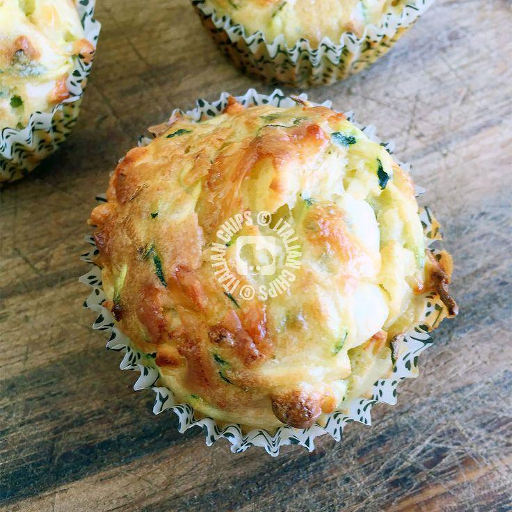 Questi muffin salati di zucchine e feta sono...strabilianti! Super veloci da fare sono anche super veloci da mangiare! Li ho provati ieri a pranzo e, dopo