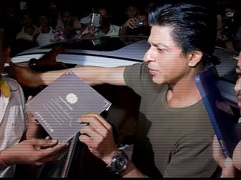 WATCH Shahrukh Khan at Bigg Boss 9 Studio - BEHIND THE SCENES. See the full video at : https://youtu.be/SOyccn8wYJA #shahrukhkhan #biggboss9