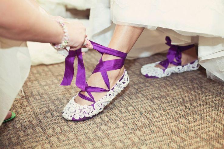Trouwschoenen met paarse linten