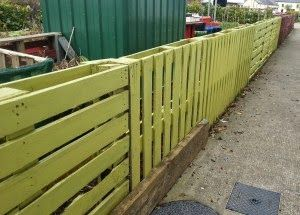 fence from pallets   very easy to make pallet fence.There are many lots of pallet fences ...
