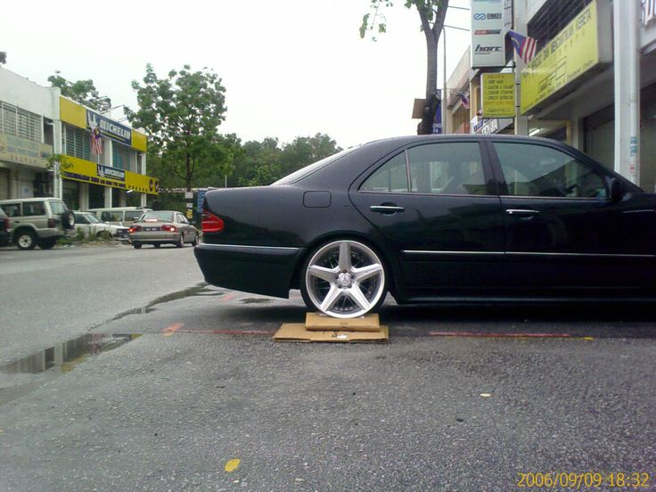 Cls amg wheels on w210 e320 mercedes e320 pinterest for Mercedes benz tyres