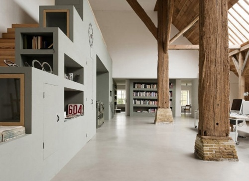 wall storage and wood beams - what's not to love