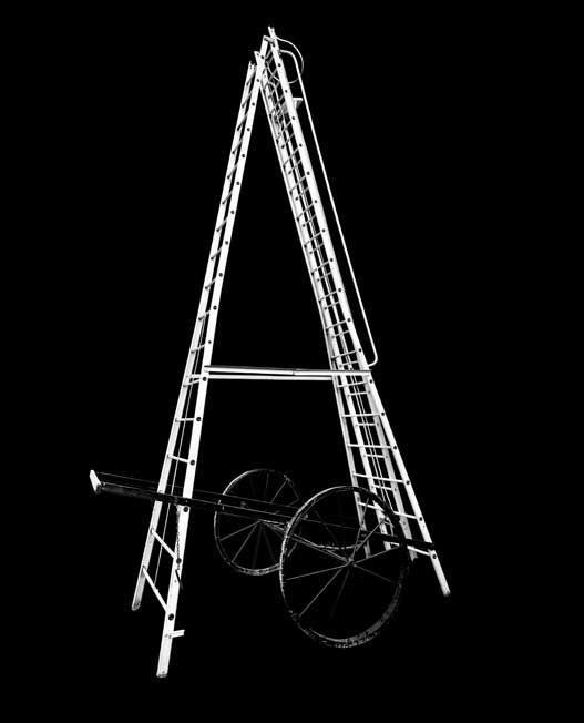 TELESCOPIC WHEELED ALUMINIUM LADDER – RELADS 2515