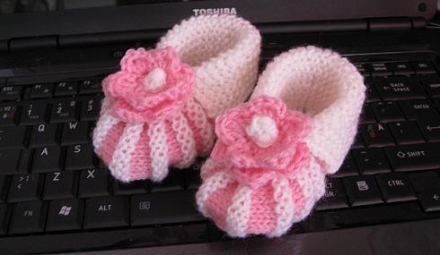 Siirrän tänne kysytyimmän ohjeeni vanhasta Vuodatuksen blogistani. Sain sähköpostiini monta kyselyä vauvan tossujen ohjeisiin. O tin kuv...