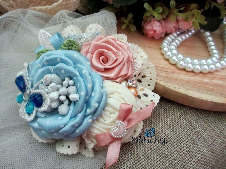 http://koleksiwiji.com/product/dahayu-elina Dahayu Elina Size : 10 cm Materials : satin flowers,fabric flowers, lace and beads  bros bunga, bros cantik, bros hijab, bros kain, Bros korsase, koleksiwiji, pins bros -  - #BrosBunga, #BrosCantik, #BrosHijab, #BrosKain, #BrosKorsase, #Koleksiwiji, #PinsBros -