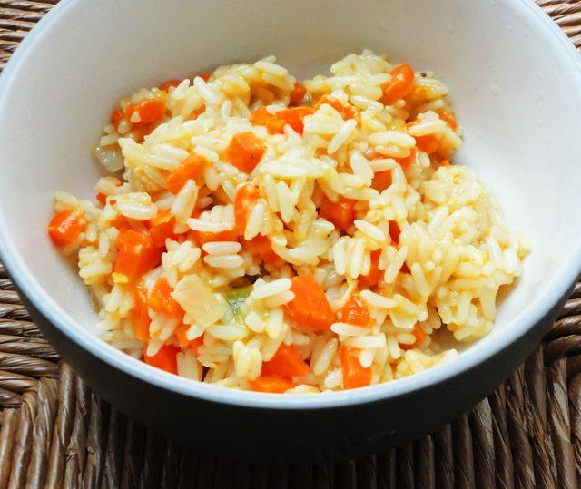 Una receta muy sencilla, rápida y económica de arroz con verduras. Me encanta! / Quick, easy, cheap, vegetarian rice recipe.