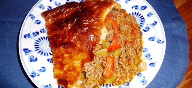 Gehakt Pie Met Paprika, Tomaat En Bleekselderij recept | Smulweb.nl