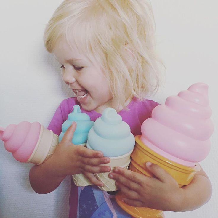 Kan man mon få for mange is?  Vi er i fuld gang med at forberede og tælle ned til vores 1 års fødselsdag d. 17.6  Mon ikk der kommer lidt konkurrencer og gode tilbud  #bymoulin #islamper #alittlelovelycompany #icecream #is #natlampe #børneværelset #kidsroom #barnrum
