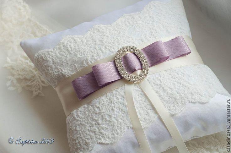 Wedding Ring Pillow Más
