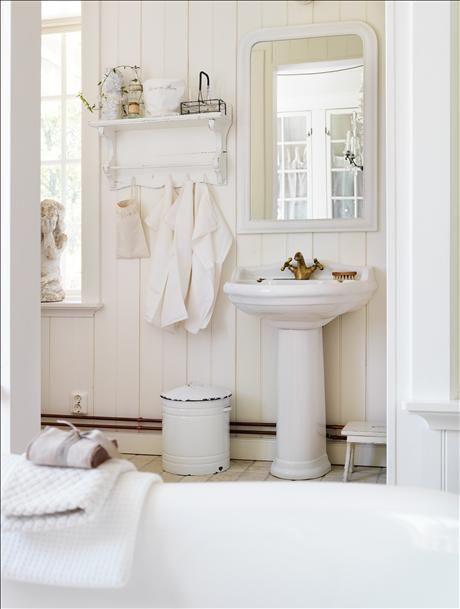 Ber ideen zu skandinavisches badezimmer auf for Badezimmer accessoires landhausstil
