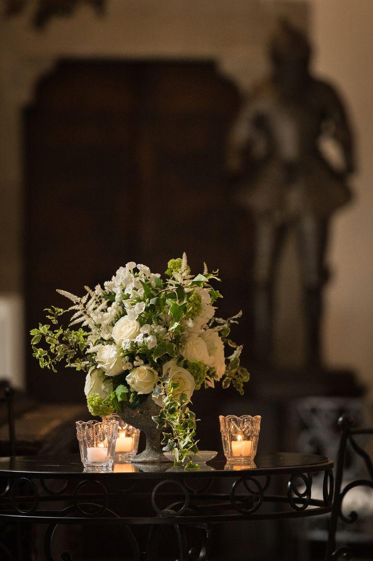 small cocktail table decor for wedding at castello di vincigliata tuscanywedding