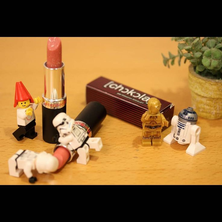 Yum-yum Lipstick chocolate Soooooo cute #lego #afol #brick #minifigures #toptoyphotos #legominifigures #legostagram #legoworld #toyphotography #toystagram #legophotography #toydiscovery #toyslagram_lego #legoart #lego_hub #brickcentral #starwars #stormtrooper #salonduchocolat #chocolate #lipstick #yummy #sebastienbouillet #レゴ#スターウォーズ #オモ写#サロンデュショコラ #チョコレート #セバスチャンブイエ #チョコ  セバスチャンブイエのリップチョコ