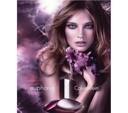 CK Euphoria, kokusu ve şişe tasarımıyla 2005 yılında CK markasına yepyeni bir soluk getirdi. Euphoria'nın geçmişteki CK kokuları ile güçlü bağları var; fakat tamamen farklı yakalanmakta. CK Euphoria içerisindeki meyve notaları, parfümü seksi ve çekici kılıyor. Calvin Klein Euphoria Women Notaları: Üst notalarda nar, kaki ve hurma; orta notalarda kehribar, menekşe, lotus çiçeği ve siyah orkide; alt notalarda misk ve amber yer alıyor.