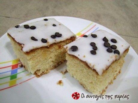 Ένα κέικ εξαιρετικά αφράτο, εύκολο και γρήγορο, ιδανικό για τους λάτρεις του λεμονιού.