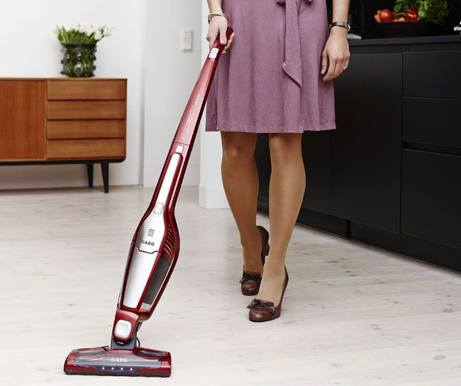 With the latest design, enhanced performance, and greater maneuverability, fast spontaneous #cleaning has never been such easier than with the best #vaccum #cleaner AEG AG3012 ErgoRapido.