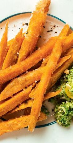 Sie sind ein Fan von Pommes? Dann müsssen Sie diese REWE Rezept-Variante probieren: Süßkartoffel-Pommes mit würzigem Brokkoli-Dip. Ein echter Gaumenschamus! »  https://www.rewe.de/rezepte/suesskartoffel-pommes-mit-brokkoli-dip/