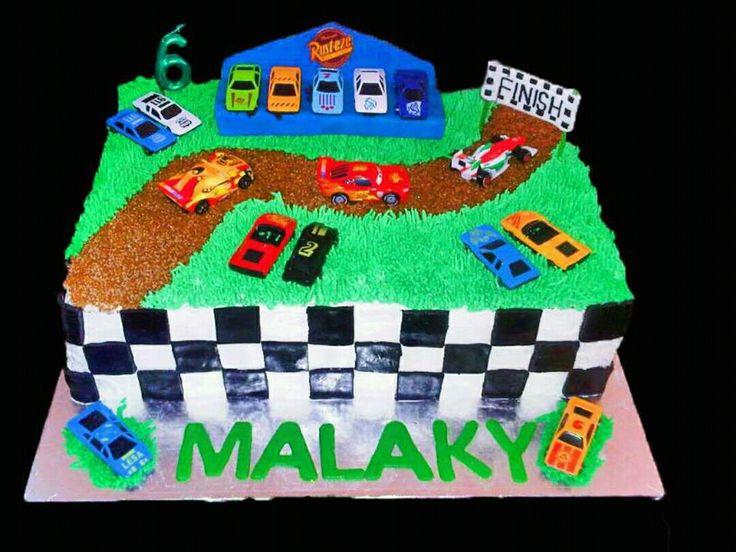 Lighting McQueen racing cake