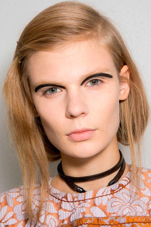 FENDI | Fashion Eyeliner 2016 | Confesiones de una Casual girl | #fashion #beauty #trends #makeup #eyeliner #runway #maquillaje #moda #belleza #tendencias #pasarelas #blog
