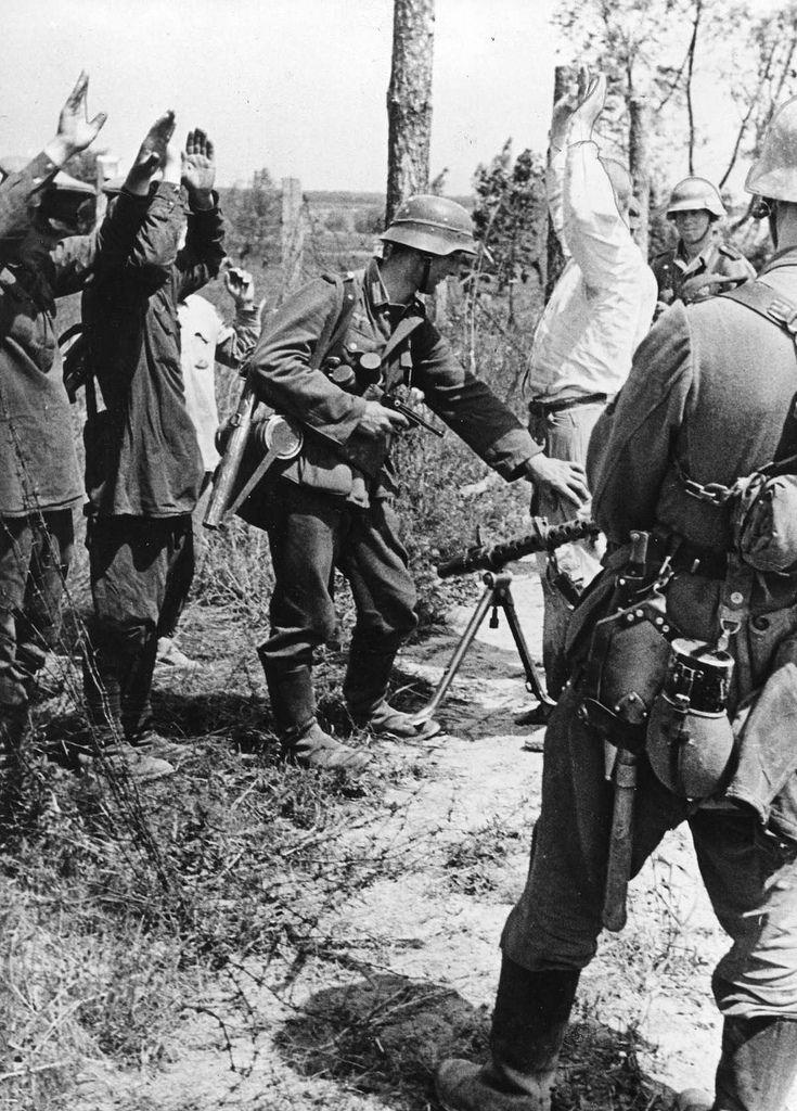 1941, Union Soviétique, Des soldats allemands à laffut à