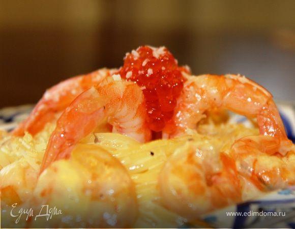 Спагетти с креветками в чесночно-сливочном соусе. Ингредиенты: креветки, спагетти, чеснок