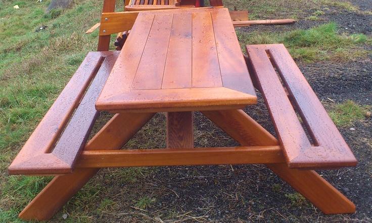 cedar picnic table / table de picnic en cedre made by / fait par: SG garden woordcraft & furniture