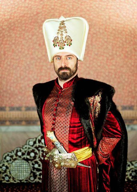 """El sultán la producción más ambiciosa de la historia de la televisión turca protagonizada por Halit Ergenc   A partir del lunes 24 de Abril llega a Telefe """"El Sultán"""".  El sultán cuenta la vida de uno de los personajes más polémicos de la historia de Turquía quien gobernó el imperio otomano entre 1520 y 1566: el Sultán Solimán el Magnífico. La historia comienza en septiembre de 1520 cuando el príncipe de tan sólo 26 años se dirige a la capital para visitar a su padre el Sultán Selim que se…"""