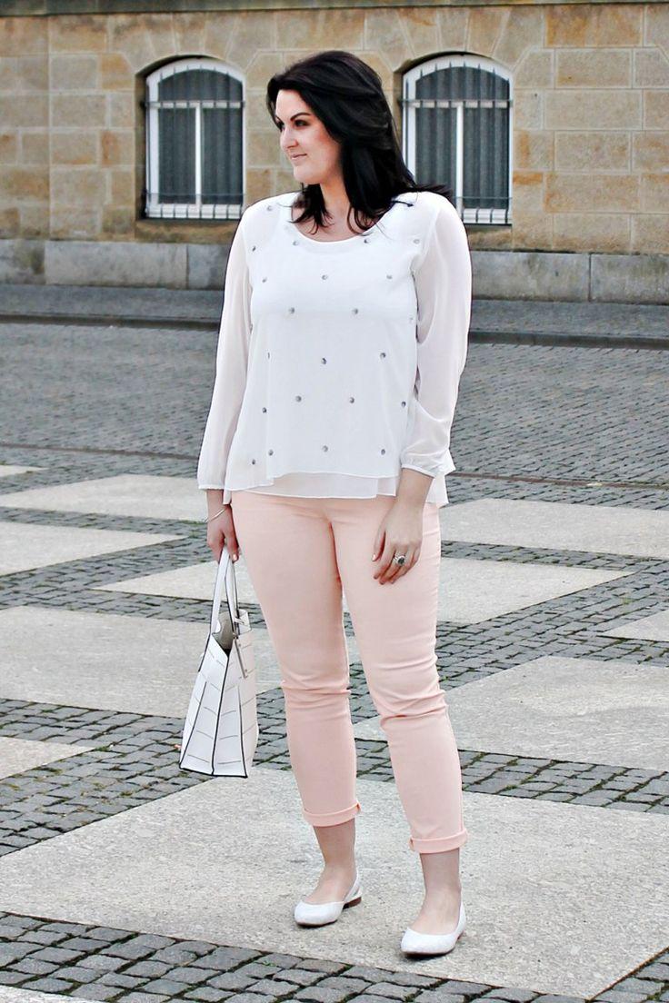 White and pink. More on: www.kurvig-schoen.de