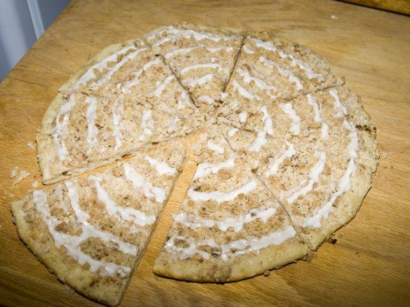 godfathers pizza cinnaon pizza | Godfather's Cinnamon Streusel Dessert Pizza | Bakerlady