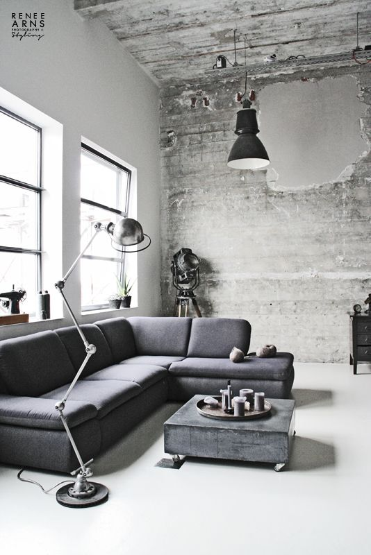 grijs - interieur - concrete - industrial lamps - gray sofa
