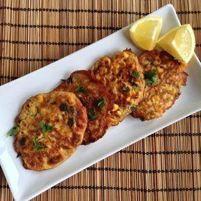 Smakelijke Indische maïskoekjes voor bij de rijsttafel of gewoon als bijgerecht bij je maaltijd.
