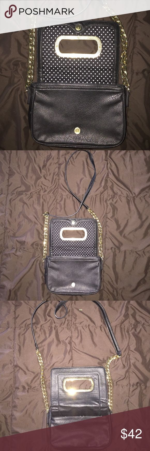 Banana Republic Chain crossover purse Great condition Holiday chain Black cross over purse Banana Republic Bags Crossbody Bags