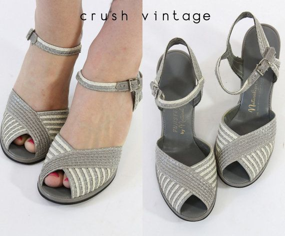 40s Funsters by Naturalizer Shoes 6.5  / 1940s Raffia Peep Toe Wedges / Rue des…