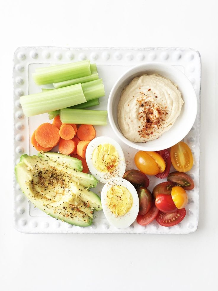 These 7 quick and healthy lunch recipes are perfect if your schedule is jam-packed but you still want to fill your body with nutritious options. Eat up!