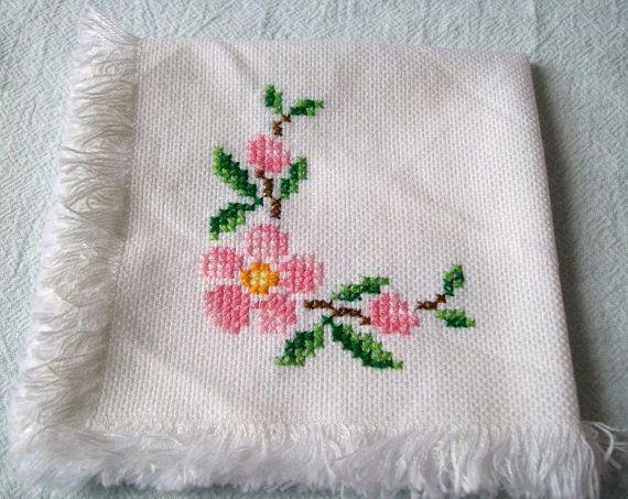 Embroidery Cloth Napkins Springtime Flowers by VintagePlusCrafts, $10.00