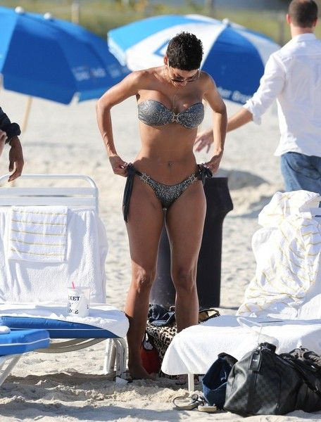 Nicole Murphy Photos - Nicole Murphy and David McIntosh at the Beach - Zimbio
