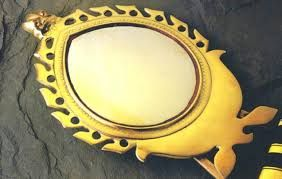 Aranmula Kannadi is a traditionally manufactured product from Kerala.Online shopping of Aranmula Kannadi is available at devotional store  #AranmulaMirror #AranmulaKannadi #Mirror #MetalicMirror #Aranmula #KeralaTraditional #DevotionalStore