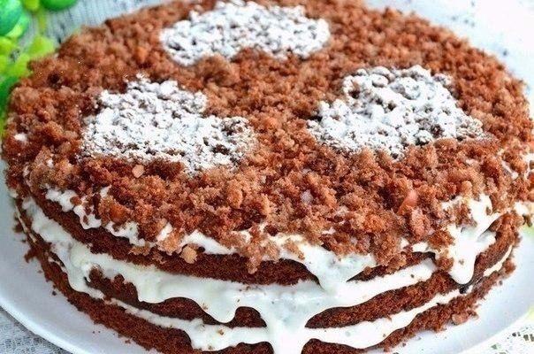 ДОМАШНИЕ ТОРТИКИ: САМЫЕ ВКУСНЫЕ И ПРОСТЫЕ 🍰  1) Шоколадно-ореховый торт с бананом.  ИНГРЕДИЕНТЫ:  Тесто:  Яйцо — 4 шт.   Сахар-песок — 150 г  Какао — 2 ст. л.  Разрыхлитель — 1 ч. л.   Мука — 150 г  Орехи — 50 г  Мед — 2 ст. л.  Крем:  Сметана — 800 г  Сахарный песок — 1 стакан  Ванилин — 1 пакетик  Банан — 2 шт.   ПРИГОТОВЛЕНИЕ: 1. Яйца взбить с сахаром, какао, мёдом, орехами и мукой с разрыхлителем. 2. Форму смазать, выпекать бисквит 40 минут при 160°C. 3. Остывший корж разрезать на 3…