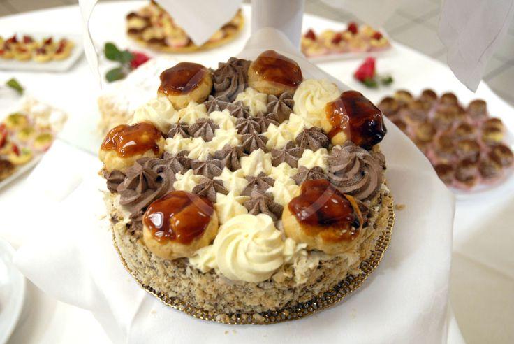 torta con panna, bignè crema cioccolato..assolutamente da assaggiare