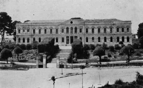 Storia dal 1923 al 1927 Tratto da Annuario 1924/27 dell'istituto tecnico Tito Acerbo Questo annuario si riferisce al triennio scolastico 1924- 27 ed è il secondo pubblicato, il primo fu quello del 1923 - 24, anno della fondazione dell'Istituto Tecnico di Castellamare Adriatico.