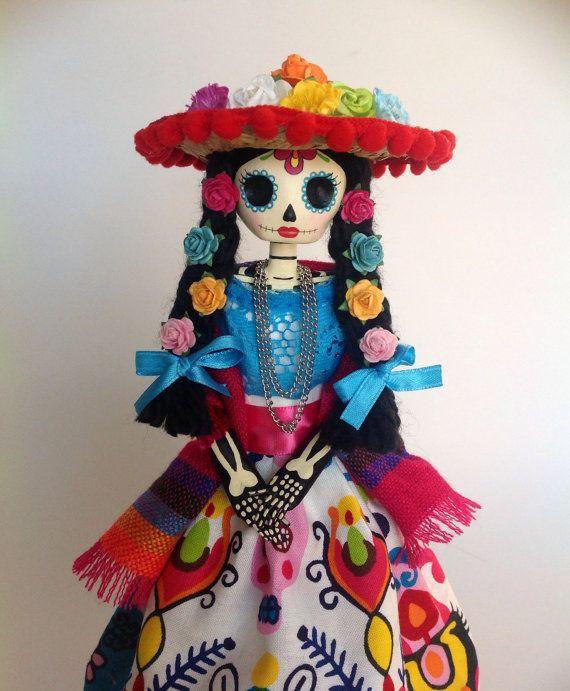 Muñeca de Catrina mexicana. Muñeca de papel mache catrina.